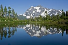 Mt. Shuksan et lac picture dans l'état de Washington Image stock