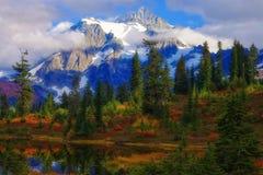 Mt Shuksan im Herbst Lizenzfreie Stockbilder