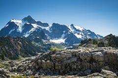 Mt Shuksan, staten Washingtonkaskader arkivbilder