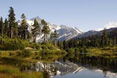 Mt Shuksan und Picture See lizenzfreie stockfotos