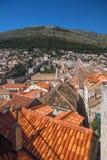 Mt Srd, murs de ville, et vieille ville de Dubrovnik photos libres de droits