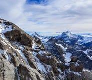 从Mt. Tallac的视图在Tahoe湖 铁力士峰在瑞士在一多云天 免版税库存照片