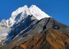 Mt. Thamserku alla mattina immagini stock
