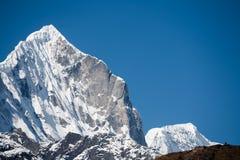 Mt.Thamserku dichtbij Thame Stock Afbeelding