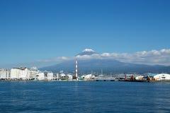 Mt Visualizzazione di Fuji dalla porta del pesce immagini stock libere da diritti