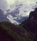Mt Wiktoria i północny wschód twarz Duży ul od Jeziornego Agnes Wlec, Banff park narodowy, Alberta zdjęcie royalty free