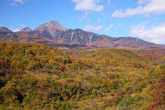 Mt. Yatsugatake en otoño foto de archivo