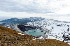 Mt zao och naturlig kratersjö i vintern, yamakata, Japan royaltyfri fotografi