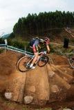 MTB男性陡峭的步骤Amphithearter挑战 免版税图库摄影