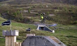 Mtb hoppar Arkivbild