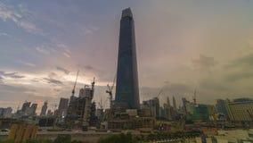 Mtion schackningsperiodlängd i fot räknat av modern byggnad under solnedgångtimmar stock video