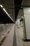 MTR-Plattform bei Ngau Tak Kok Station, Hong Kong Lizenzfreie Stockfotos