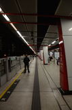 MTR-Plattform an der Kowloon-Bucht-Station, Hong Kong Stockbilder