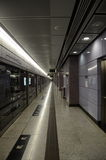 MTR-Plattform an der LOHAS-Park-Station, Hong Kong Lizenzfreie Stockfotos