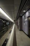 MTR-plattformen på LOHAS parkerar stationen, Hong Kong Royaltyfria Foton