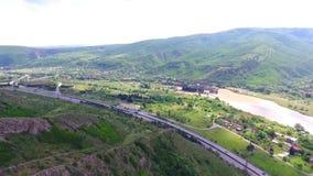 Mtskheta, ГРУЗИЯ - Octomber 14, 2017: Вид с воздуха Mtskheta, Грузии Mtskheta было старой столицей Georgia Заход солнца акции видеоматериалы