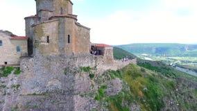 Mtskheta, ГРУЗИЯ - Octomber 14, 2017: Вид с воздуха Mtskheta, Грузии Mtskheta было старой столицей Georgia Заход солнца сток-видео
