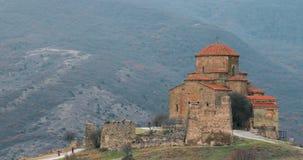 Mtskheta, Geórgia Vista próxima Jvari, monastério ortodoxo Georgian, patrimônio mundial pelo UNESCO Templo antigo filme