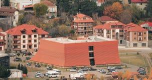 Mtskheta, Geórgia Vista superior da construção Ultramodern nova video estoque