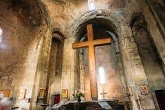 Mtskheta Georgia Большой деревянный крест в интерьере церков Jvari, Стоковое Изображение RF