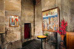 Mtskheta Georgia Dos iconos en las paredes de piedra en el interior de la iglesia de Jvari, Imágenes de archivo libres de regalías