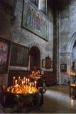Mtskheta, Georgia - 8 ottobre 2016: Interno della chiesa di trasfigurazione Monastero di Samtavro fotografia stock