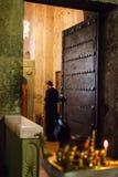 Mtskheta Gruzja, Październik, - 4, 2016: Poranne nabożeństwo i wnętrze Svetitskhoveli Ortodoksalna katedra w Mtskheta, Gruzja Zdjęcie Royalty Free