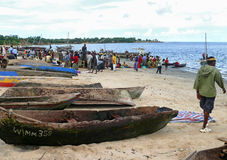 MTWARA, Tanzânia - 3 de dezembro de 2008: o mercado de peixes. Imagens de Stock Royalty Free