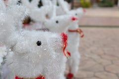 muñeca blanca del reno para la decoración de la Navidad Foto de archivo