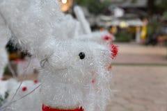 muñeca blanca del reno para la decoración de la Navidad Imagenes de archivo