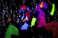 Muñeca cibernética femenina del disco atractivo de neón ultravioleta del resplandor Fotos de archivo libres de regalías