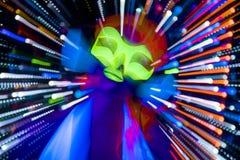 Muñeca cibernética femenina del disco atractivo de neón ultravioleta del resplandor Fotografía de archivo