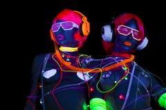 Muñeca cibernética femenina del disco atractivo de neón ultravioleta del resplandor Foto de archivo