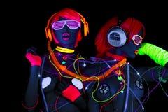 Muñeca cibernética femenina del disco atractivo de neón ultravioleta del resplandor Imágenes de archivo libres de regalías
