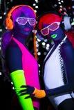 Muñeca cibernética femenina del disco atractivo de neón ultravioleta del resplandor Imagen de archivo libre de regalías