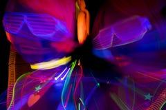 Muñeca cibernética femenina del disco atractivo de neón ultravioleta del resplandor Fotos de archivo