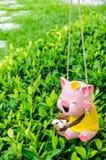 Muñeca de cerámica colgante del cerdo Foto de archivo