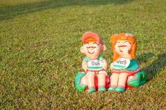 Muñeca de cerámica linda del muchacho y de la muchacha Imagen de archivo