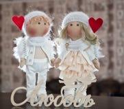 Muñeca de la materia textil hecha a mano - un par de ángeles Imagenes de archivo