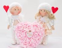 Muñeca de la materia textil hecha a mano - un par de ángeles Foto de archivo