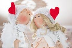 Muñeca de la materia textil hecha a mano - un par de ángeles Imagen de archivo libre de regalías