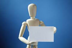 Muñeca del artista con la tarjeta de visita en blanco imagen de archivo libre de regalías