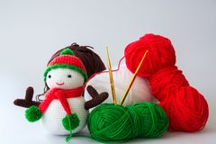 Muñeca del muñeco de nieve que hace punto Foto de archivo