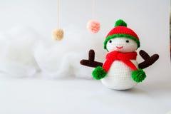 Muñeca del muñeco de nieve que hace punto Foto de archivo libre de regalías