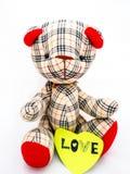 Muñeca del oso con la nota del amor Imágenes de archivo libres de regalías