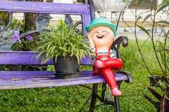 Muñeca en el tiempo del patio en buen tiempo Fotografía de archivo