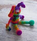 Muñeca hecha a mano del conejo del color Foto de archivo