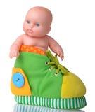 Muñeca plástica que se sienta en la bota coloreada Fotografía de archivo libre de regalías