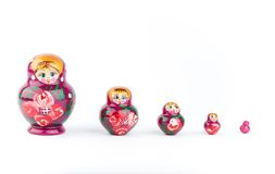 Muñeca rusa aislada en un blanco Imagen de archivo