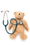 Muñeca y estetoscopio del oso Imagen de archivo